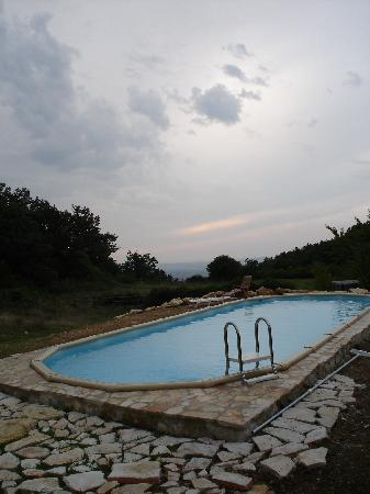 Casale Fonte Vetriana B&B: piscina