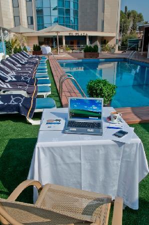 Best Western Hotel Mediterraneo: Piscina