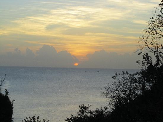 Villa Pomme d'Amour: Deck view at dusk
