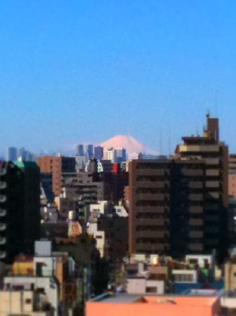 Palace Japan: 部屋の窓から朝日の富士山