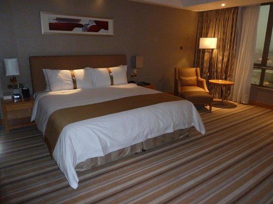 Grand Mercure Dongguan Shijie: King Size bedroom