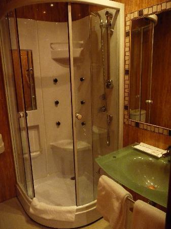 Eden Paraiso Neptuno : doccia idromassaggio funzionante