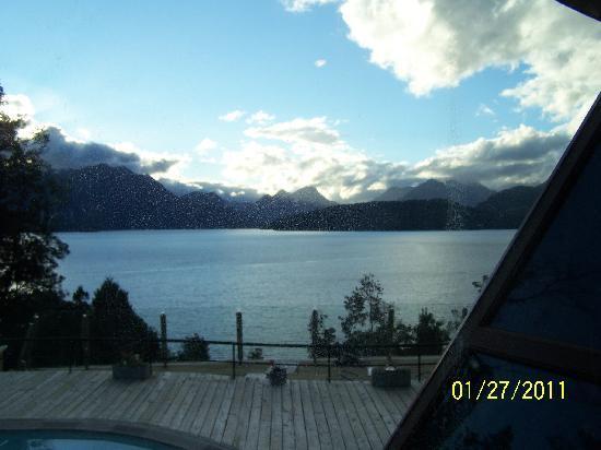 سول أراين هوتل آند سبا: nog een foto vanuit de lounge over het meer