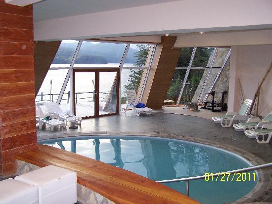 Sol Arrayan Hotel & Spa: foto van het binnenzwembad, dat buiten doorloopt