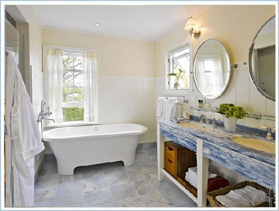 White Elephant Village | Residences & Inn: White Elephant Village Residence Bathroom