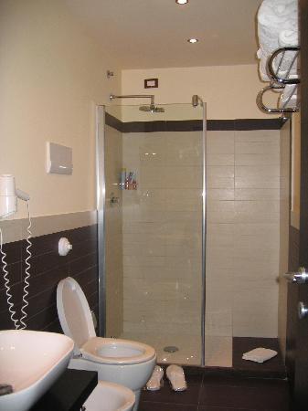 Hotel Andrea Doria : Il comodo e moderno bagno