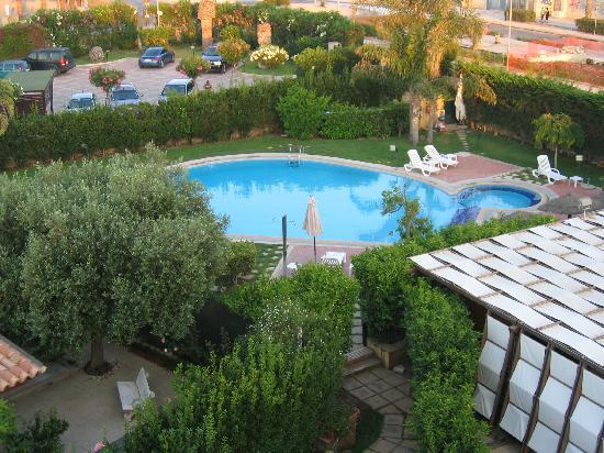 Hotel Andrea Doria : La piscina dall'alto dell'albergo