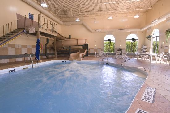 Best Western Plus Pembina Inn & Suites: Pool and Waterslide
