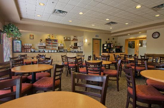 Best Western Plus Pembina Inn & Suites: Breakfast Room
