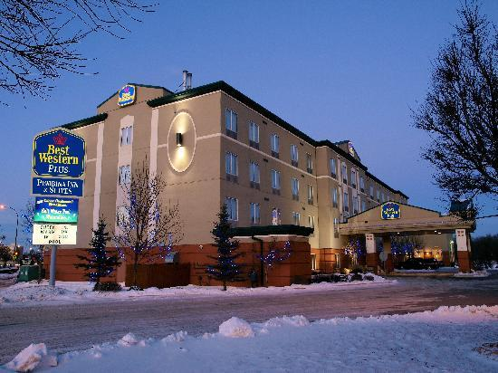 BEST WESTERN PLUS Pembina Inn & Suites: Best Western Plus Pembina Inn and Suites Night Shot