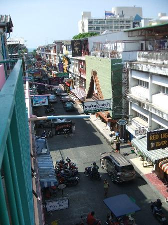 Queen Victoria Inn: Balcony View Soi 6