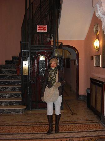 Hospedaje Romero : ascensor antiguo precioso del hostal
