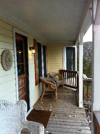 Huckleberry House: Porch
