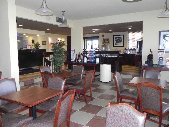 Baymont Inn & Suites Greenville: Breakfast Area