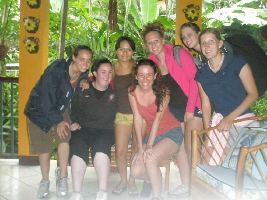 Sol y Mar Backpackers: Visitors girls