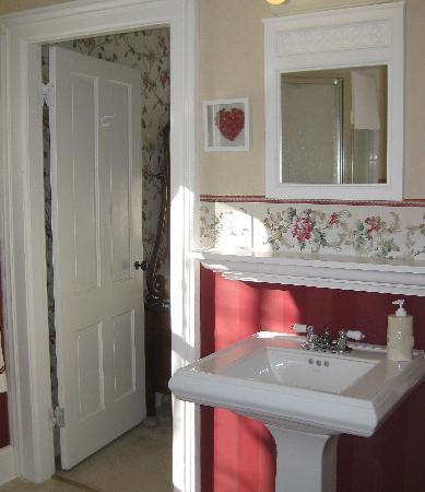 Elliot House Bed & Breakfast: Bathroom