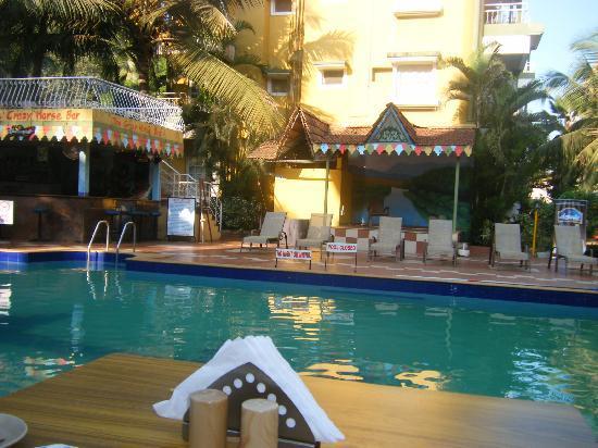 Nizmar Resort: Pool & entertainment area
