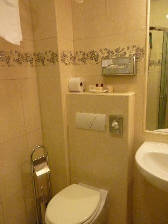 Hotel Eger & Park : Bathroom