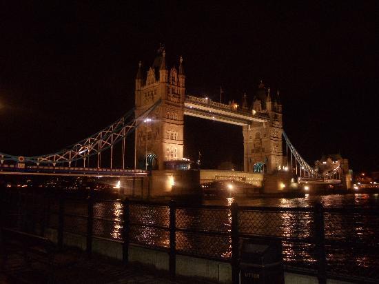 tower bridge picture of strada london tripadvisor. Black Bedroom Furniture Sets. Home Design Ideas