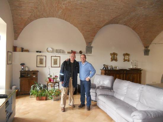 B&B San Fiorenzo : Ken and Luigi in their apartment