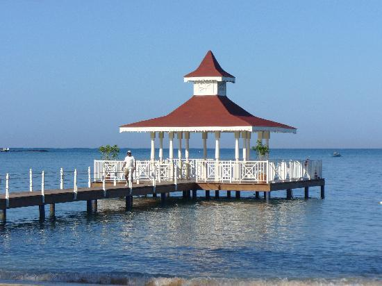 Grand Bahia Principe La Romana: Gazebo on the beach resort
