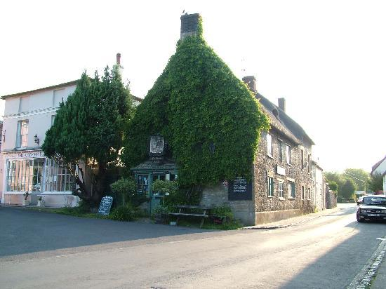 Field Farmhouse: The Royal Oak, Cerne Abbas