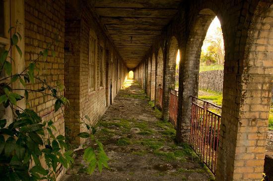 Casa del Vega: old barracks next door