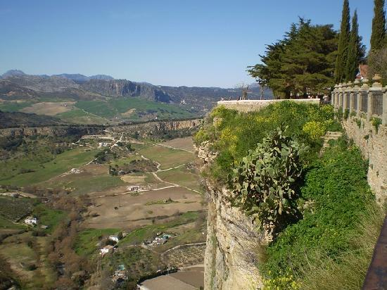 Ronda, İspanya: view of the valley