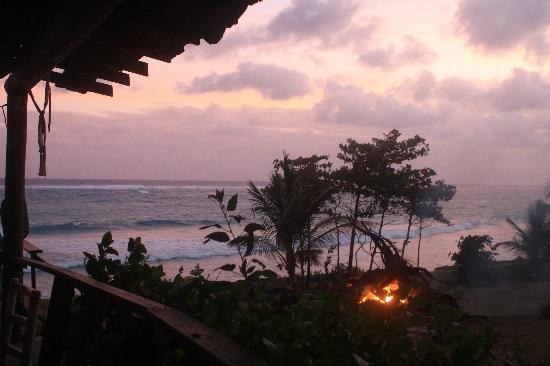 MoonRaker Beach Hotel: bonfire