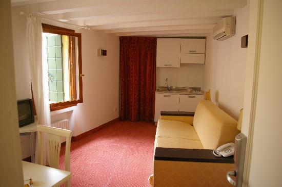 Hotel Malibran: voici le lit (ou plutot le canapé lit)