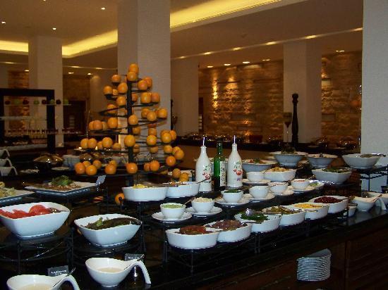 Movenpick Resort & Spa Tala Bay Aqaba: buffet de hors-d'oeuvre