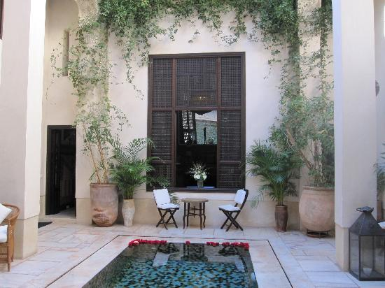 Riad Dixneuf La Ksour: Pool and reception area