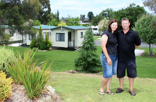 Inverell, Australia: Your hosts Chris and Debbie