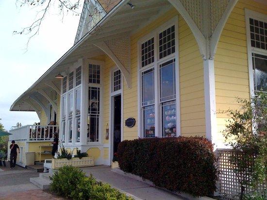 Pannikin Encinitas Cafe: Our fav stop in Luecadia