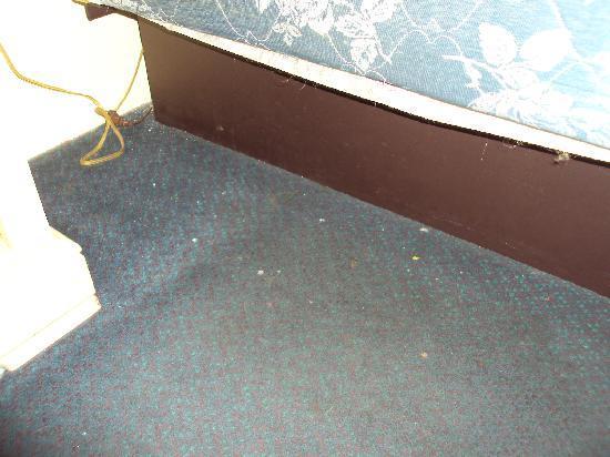 La Bella Inn: Dirty floor