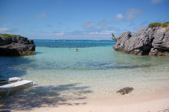 9 Beaches Resort - TEMPORARILY CLOSED: 入江になっているビーチ