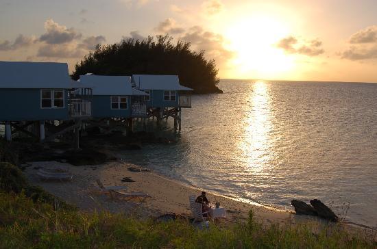 9 Beaches Resort : 新婚さんには、ビーチを貸し切りで夕食のサービス