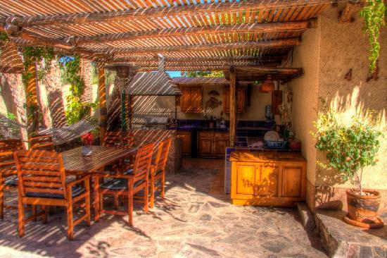 Las Cabanas de Loreto: Outside kitchen area