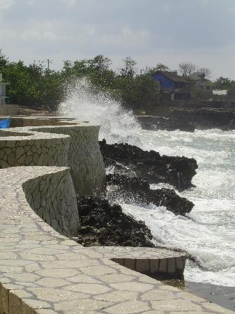The SPA Retreat Boutique Hotel : The sea wall