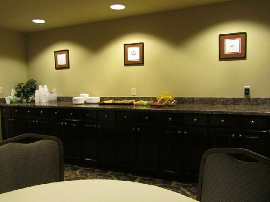 Holiday Inn Express & Suites Albuquerque Old Town : Hospitality Room