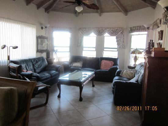 Villa Vista : View of living area