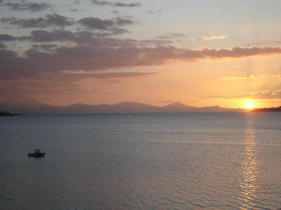Sacred Waters Taupo Luxury Apartments : view of the sunset from our balcony