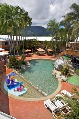 Cairns New Chalon: Pool View