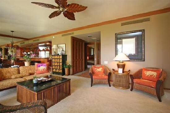 Mauna Lani Terrace Condominiums : living room