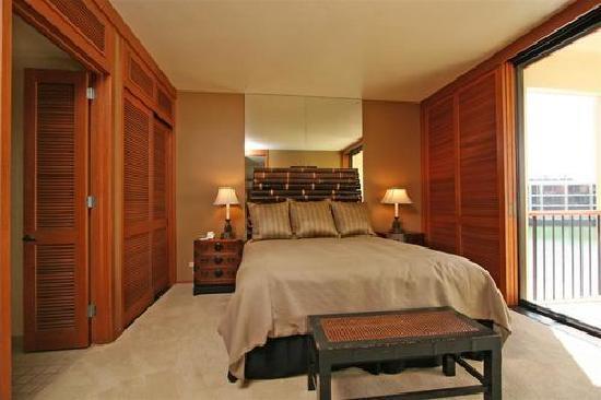 Mauna Lani Terrace Condominiums : masater bedroom