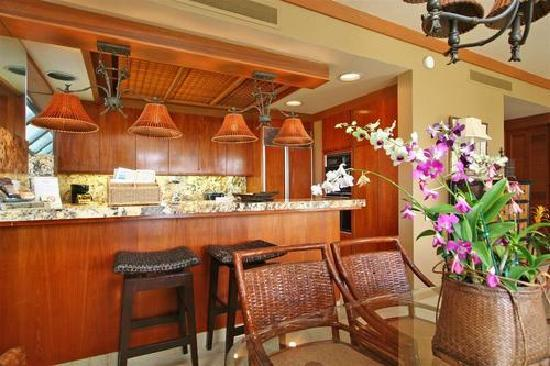Mauna Lani Terrace Condominiums: dining room/ kitchen