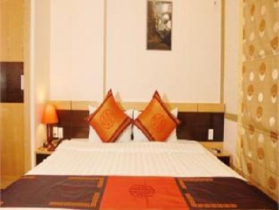 Rising Dragon Hotel : Standard Rooms