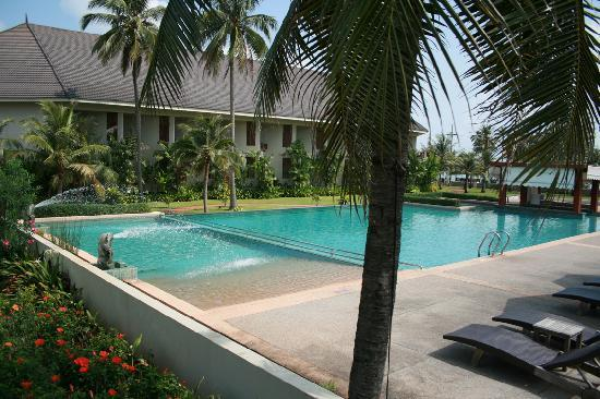 Novotel Chumphon Beach Resort&Golf : piscine