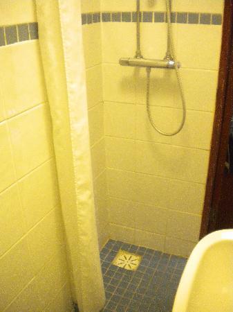 Wardonia Hotel: baño