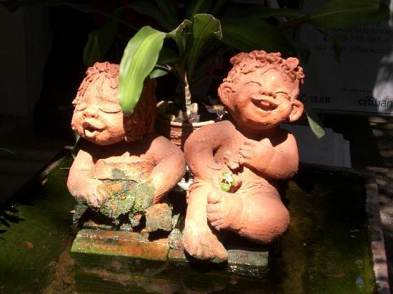 Suan Doi House Hotel & Resort: Garden statue